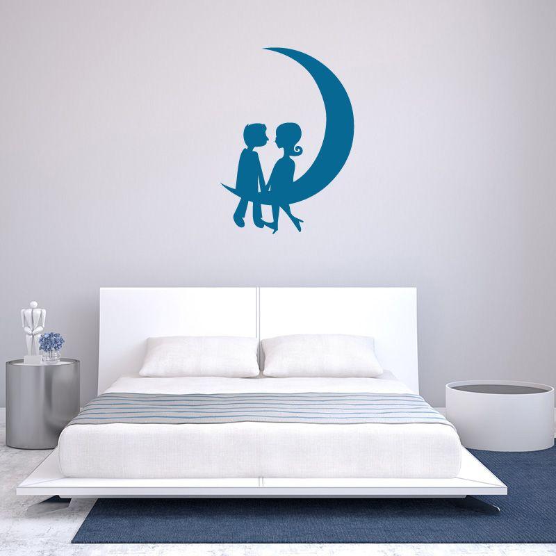 sticker mural amoureux dans la lune d comotif. Black Bedroom Furniture Sets. Home Design Ideas
